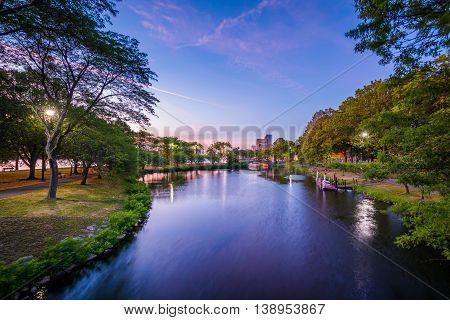 The Storrow Lagoon At Sunset At The Charles River Esplanade, In Boston, Massachusetts.