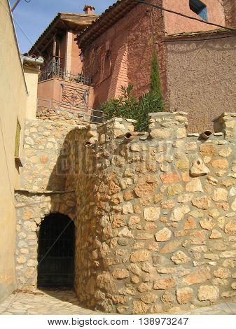Anento. Zaragoza. pueblo entre los más  bellos de  España. Calles de estilo Medieval.