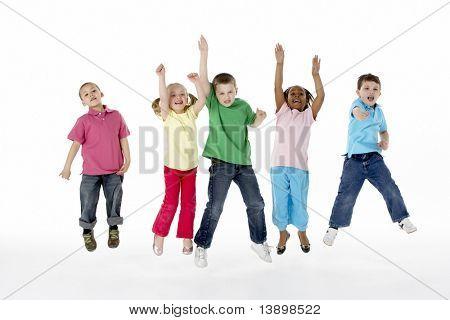 Grupo de crianças em estúdio