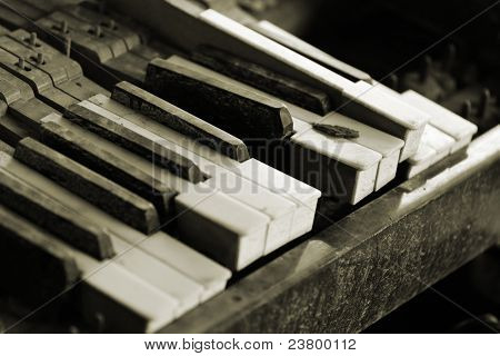 broken piano key