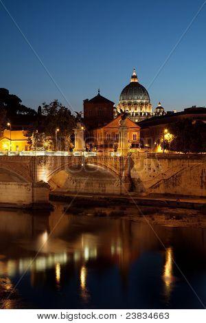 Vista de noche en el Vaticano