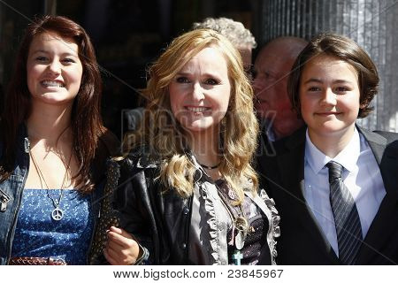 LOS ANGELES - SEP 27: Melissa Etheridge; daughter Bailey, son Beckett, her mother at a ceremony where Melissa receives a star on the Walk of Fame on September 27, 2011 in Los Angeles, California.