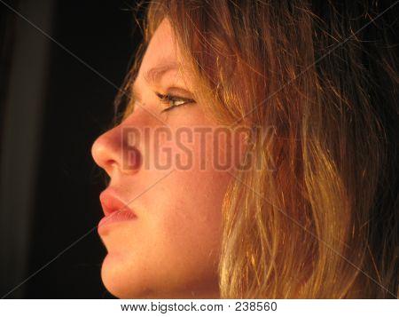 Chica de perfil