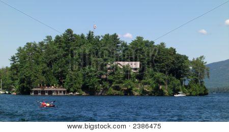 Casa de lago de la isla