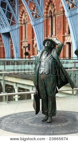Estátua de Sir John Betjeman