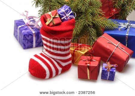 Weihnachtsstrumpf und Geschenke
