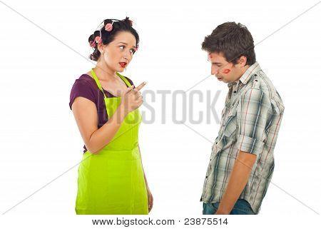 Frau argumentieren ihren untreuen Ehemann