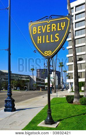 BEVERLY HILLS, EEUU - el 16 de octubre: Signo A Beverly Hills en Wilshire Boulevard en 16 de octubre de 2011 en B