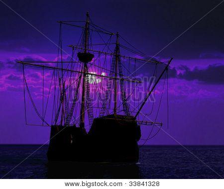 Barco pirata de acoplamiento bajo la luz de la luna