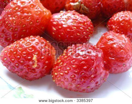 Strawbeppy Plate
