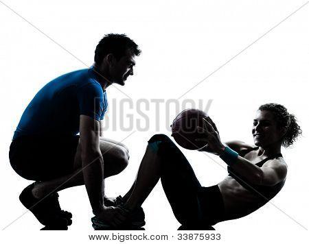 una pareja caucásica hombre mujer personal trainer coach ejercicio de pesas fitness ball silueta stu
