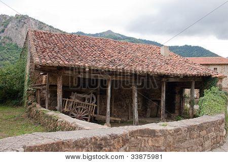 Old Warehouse in Mogrovejo.
