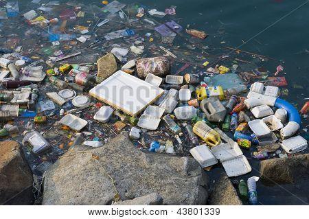 Litter polluting Bangkok riverway