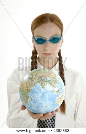 Business-Frau, Googles und Welt-map