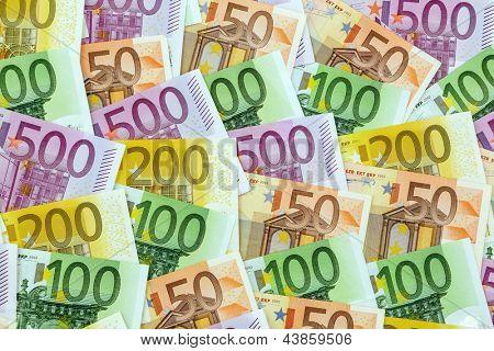Muitas notas de euro. Foto simbólica de riqueza e de investimento