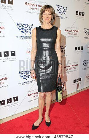 BEVERLY HILLS - Mär 23: Wendie Malick auf die 2013 Genesis Awards-Benefiz-Gala im Beverly Hilton