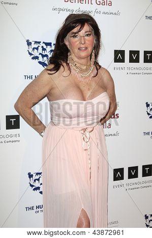 BEVERLY HILLS - Mär 23: Edy Williams in die 2013 Genesis Awards-Benefiz-Gala im Beverly Hilton