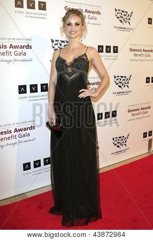 BEVERLY HILLS - Mär 23: Fiona Gubelmann auf die 2013 Genesis Awards-Benefiz-Gala zu den Beverly-Griff