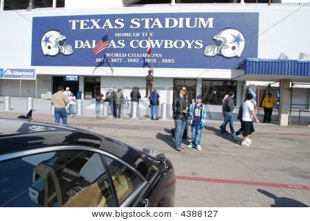 Main Entry Texas Stadium On Final Tour Day
