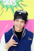 LOS ANGELES - MAR 23:  Austin Mahone arrives at Nickelodeon's 26th Annual Kids' Choice Awards at the