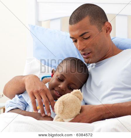 Padre con su hijo enfermo