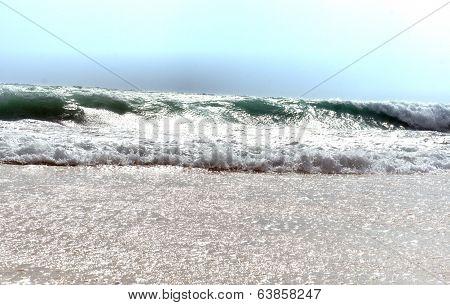 Surf. The big waves. Tide.