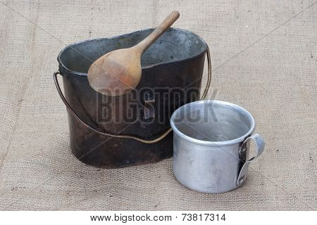 Ww1 Period Mess Kit, Wooden Spoon And Aluminium Mug