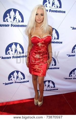 LOS ANGELES - OCT 14:  Courtney Stodden at the Jeffrey Foundation Building Renaming Celebration at Jeffrey Foundation Main Building on October 14, 2014 in Los Angeles, CA