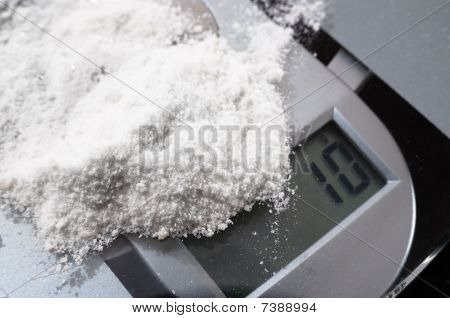 Mephedrone (meow) On Weighing Scales