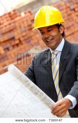 Ingenieur mit einem Modell