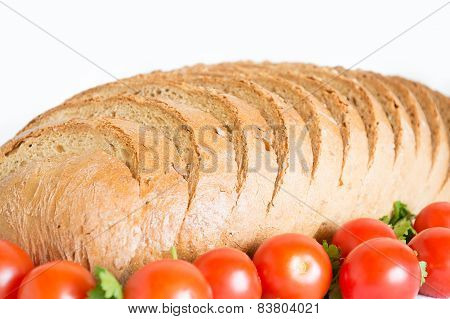 Detail of sliced cornbread with tomatoes
