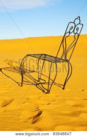 Table And Seat In Desert  Sahara   Yellow Sand