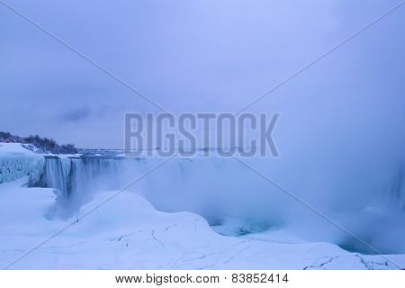 Horseshoe Falls At Dawn In Winter