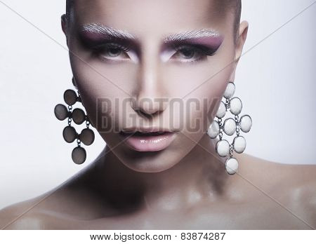 Glamor. Trendy Woman With Pearly Eardrops