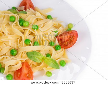 Pasta with dressing and green beans.