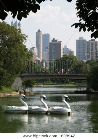 Chicago's skyline from Lincolm Memorial Park