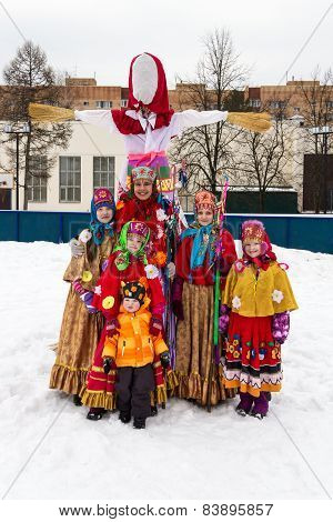 Children in folk russian clothes at the Maslenitsa doll.