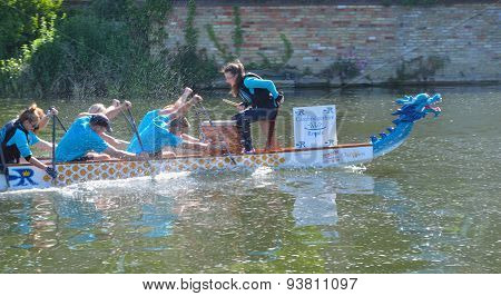 Dragon boat training on the river Ouse