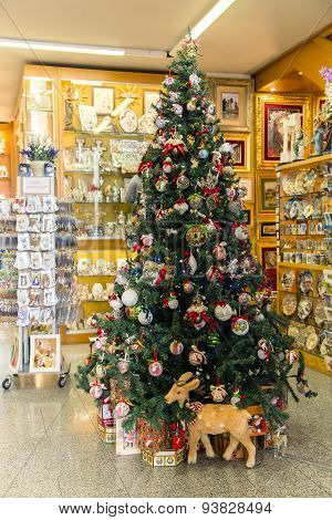Shops with souvenirs and new-year tree for tourists in Vatican