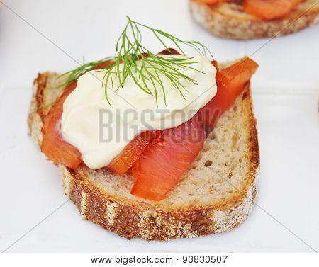 Smoked salmon on toast with crème fresh