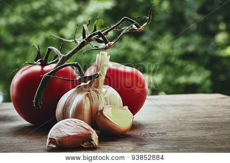 Tomatoes and garlic