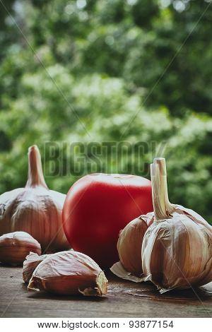 Garlic and tomatoes