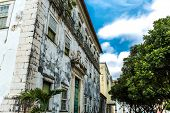 picture of abandoned house  - Abandoned house in the historic center of Salvador - JPG