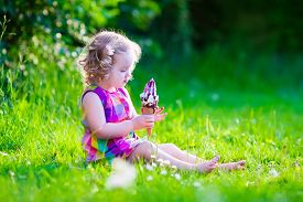 picture of eat grass  - Child eating ice cream - JPG