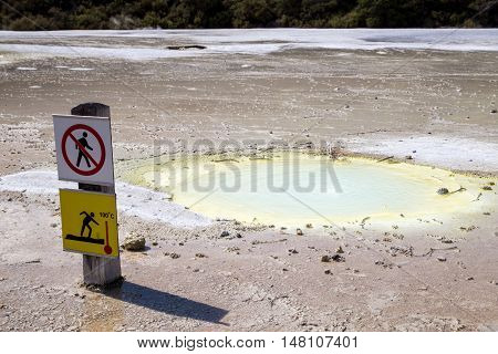 A warning sign at the Wai-O-Tapu thermal pools