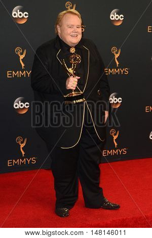 LOS ANGELES - SEP 18:  Louie Anderson at the 2016 Primetime Emmy Awards - Press Room at the Microsoft Theater on September 18, 2016 in Los Angeles, CA