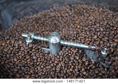Mixing Roasted Coffee