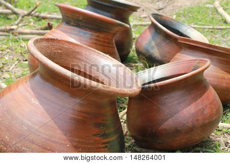 empty pot in a sequence in a deserted village