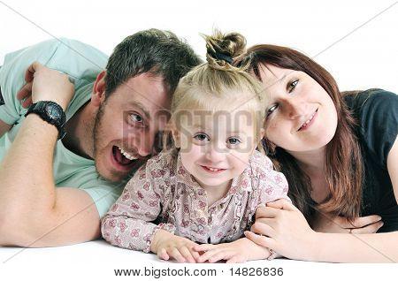 Junge glückliche Familie mit schönen Baby spielen und Lächeln, isolated on White im studio