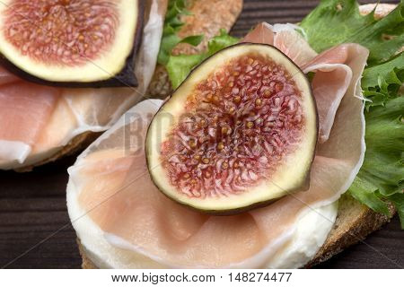 Bruschetta With Prosciutto And Figs
